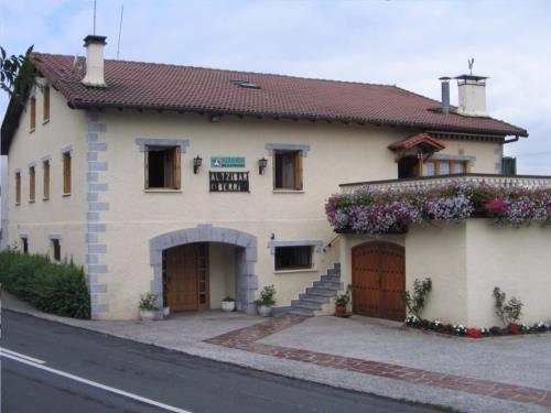 fachada 2 casa rural Altzibar Berri en Gipuzkoa