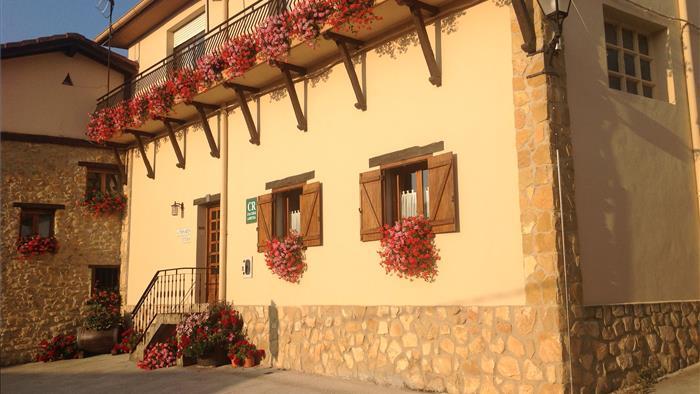 Fachada casa rural Aitonaren Etxea en Alava