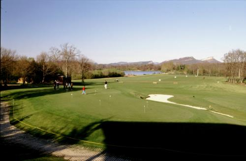 Campo de golf casa rural Aitonaren Etxea en Alava