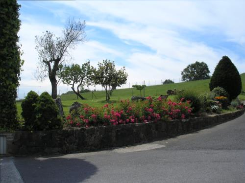 jardín agroturismo Caserío Garaizar en Bizkaia