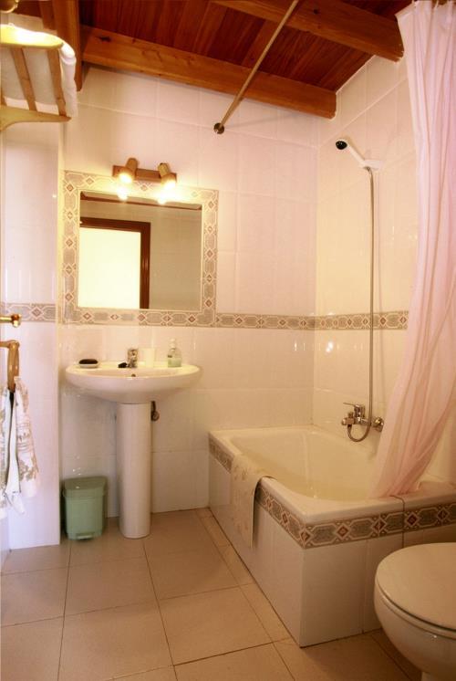 Baño casa rural Arribeiti-Zarra en Bizkaia