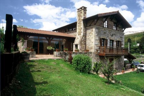 facade country house erdikoetxe in Bizkaia