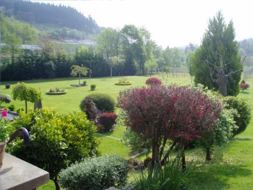 Jardin casa rural Erdikoetxe en Bizkaia