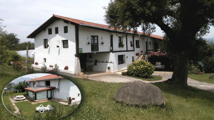 fachada casa rural monte baserria en Vizcaya