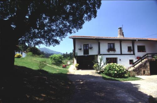facade country house monte baserria in Bizkaia