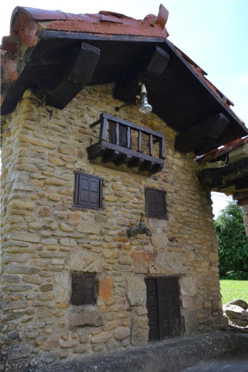 facade 3 farm house gorbea bide in Alava