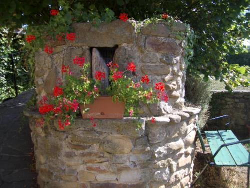 outside farm house gorbea bide in Alva