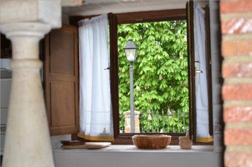 window farm house gorbea bide in Alava