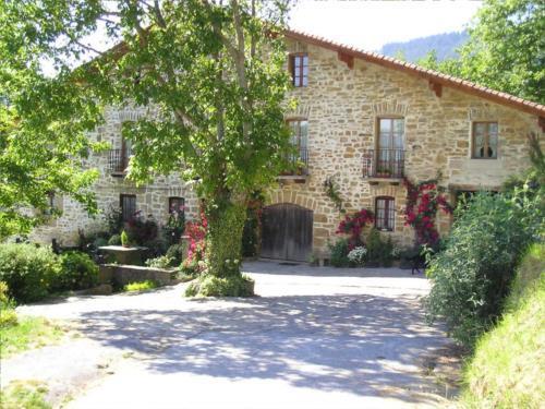fachada 1 casa rural Anduri Baserria en Gipuzkoa