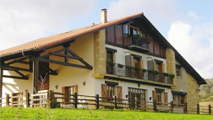 fachada 2 agroturismo Zelai-Eder en Gipuzkoa