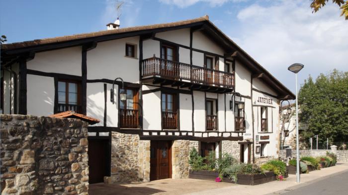 fachada casa rural barazar en gipuzkoa