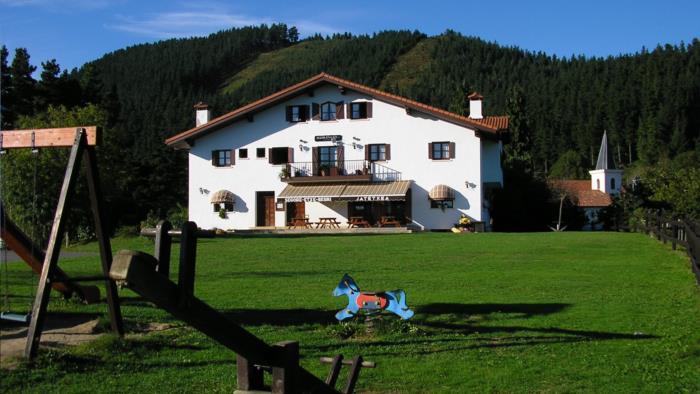 fachada casa rural segore etxeberri en gipuzkoa