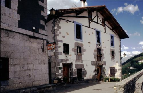 fachada casa rural etxeberri en gipuzkoa