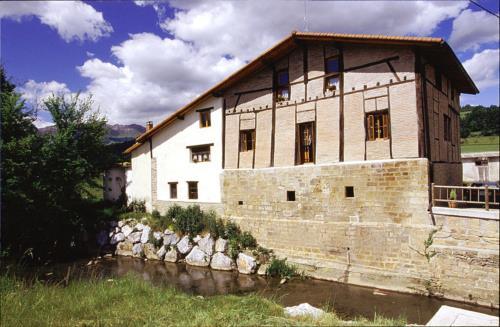 fachada 1 agroturismo Ondarre en Gipuzkoa