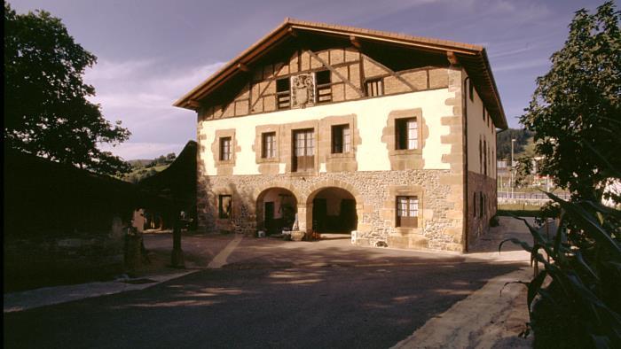 fachada agroturismo murueta baserria en Vizcaya