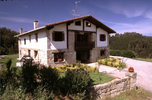 Fachada 1 casa rural Andutza en Bizkaia