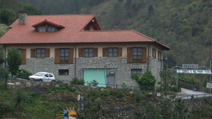 Fachada agroturismo Ordaola en el gran Bilbao Bizkaia