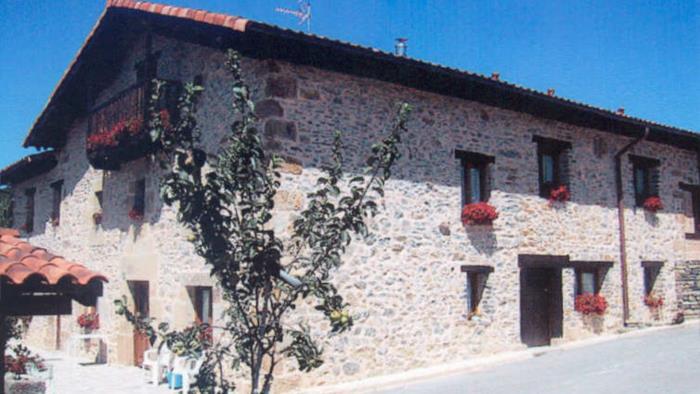 fachada casa rural izpiliku en Alava