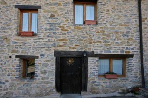 fachada 2 casa rural izpiliku en Alava
