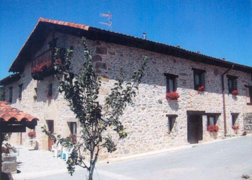 fachada 1 casa rual izpiliku en Alava