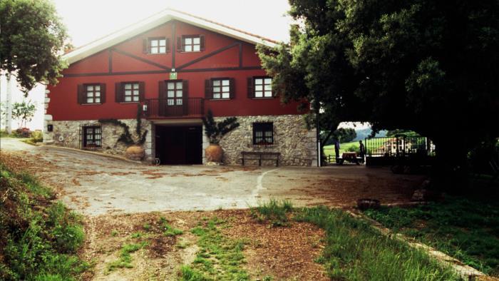 fachada casa rural kurtxia en Vizcaya
