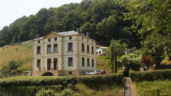 fachada agroturismo Palacio San Narciso en Gipuzkoa