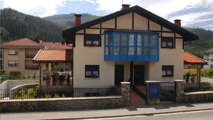 fachada casa rural urdinetxe en alava