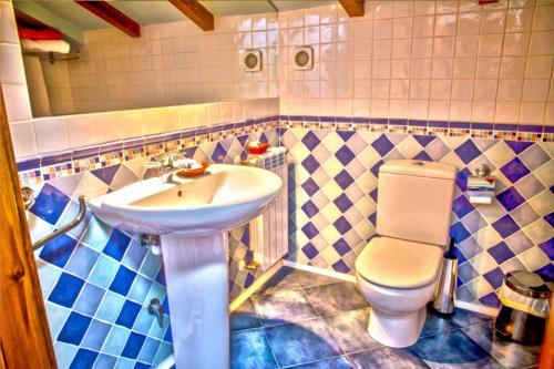 baño casa rural aterbe en gipuzkoa