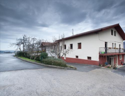 fachada 2 agroturismo Enbutegi en Gipuzkoa