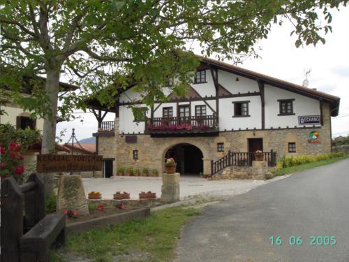 fachada 1 agroturismo etxano en Vizcaya