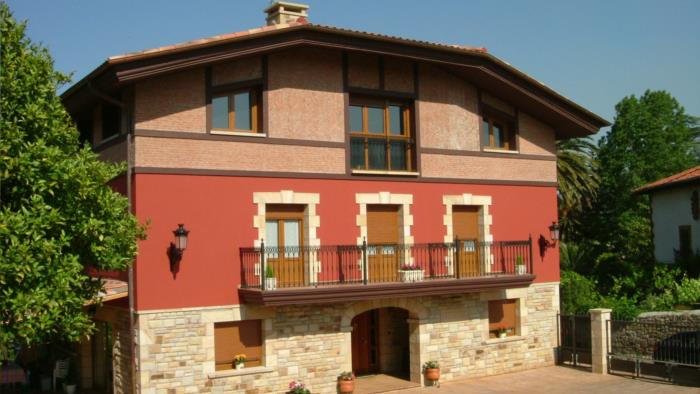 fachada casa rural labeondo en Vizcaya
