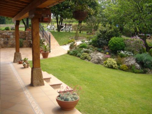 jardin 1 casa rural labeondo en Vizcaya