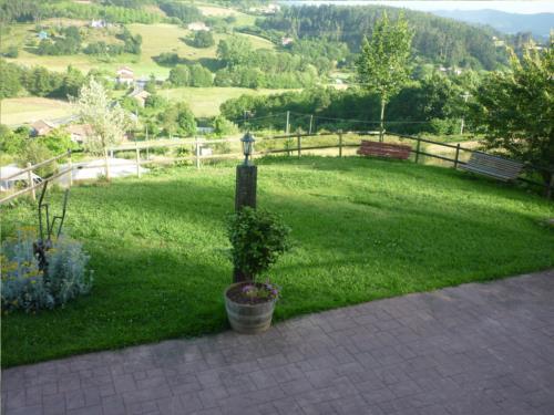 jardín 1 agroturismo Goiena en Bizkaia