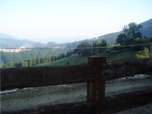 paisaje agroturismo longa nagusia en bizkaia