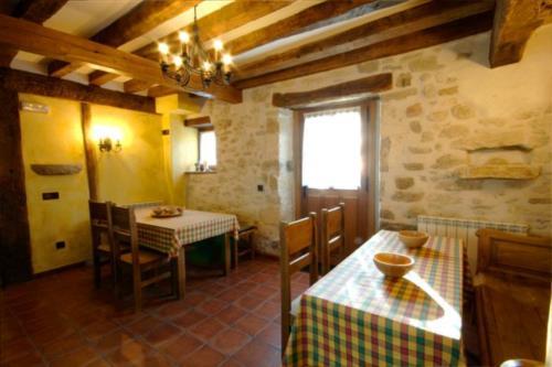 Comedor casa rural Zadorra etxea en Alava