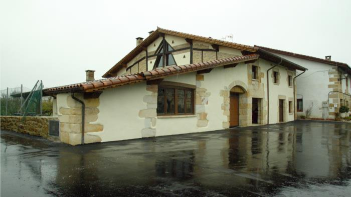 Fachada casa rural Sorginetxe en Alava