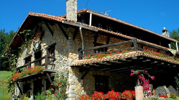 fachada casa rural Txopebenta en Bizkaia