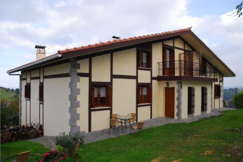 fachada casa rural zelaieta berri en gipuzkoa