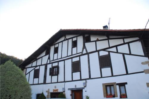 fachada agroturismo illumbe goikoa en gipuzkoa