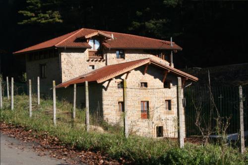 fachada 2 casa rura oka en Vizcaya