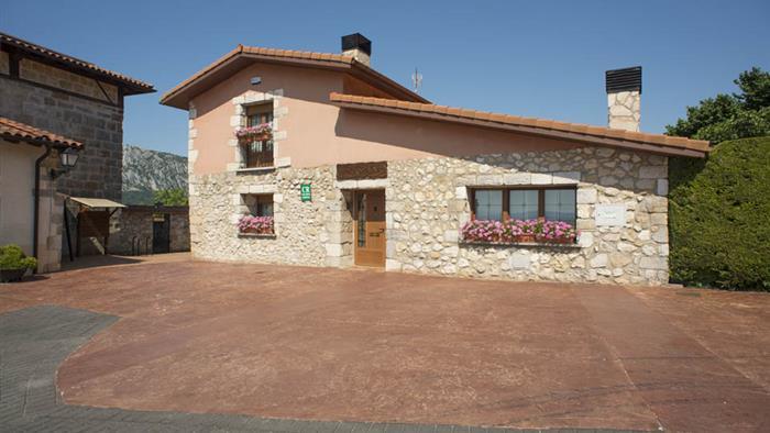 fachada casa rural Legaire en Alava