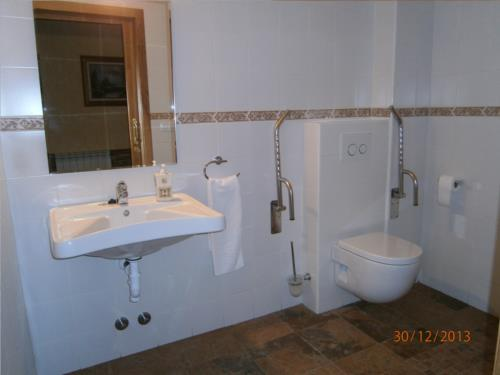 bathroom 3 country house legaire in Alava