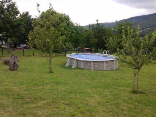 piscina agroturismo larraxko en gipuzkoa