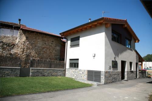 fachada 2 casa rural orlegy en Alava
