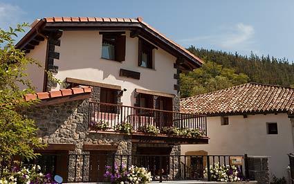 fachada casa rural Segotegi-etxea en Gipuzkoa
