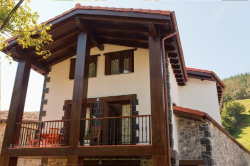 fachada casa rural segotegi etxea en gipuzkoa