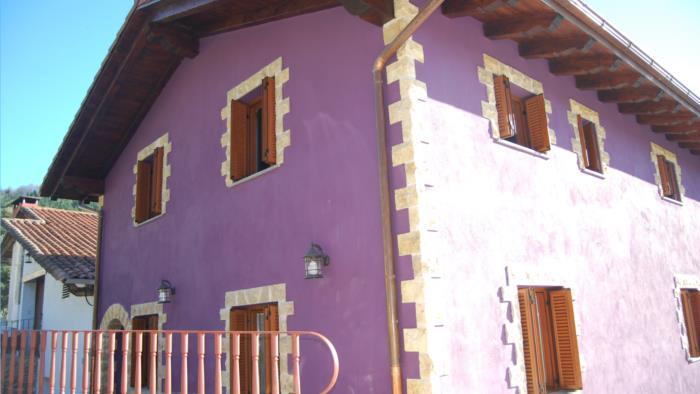 fachada agroturismo Olagi en Gipuzkoa