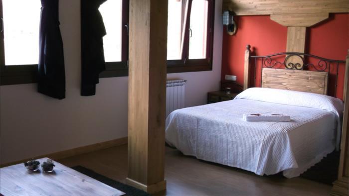 habitación doble casa rural troya en gipuzkoa