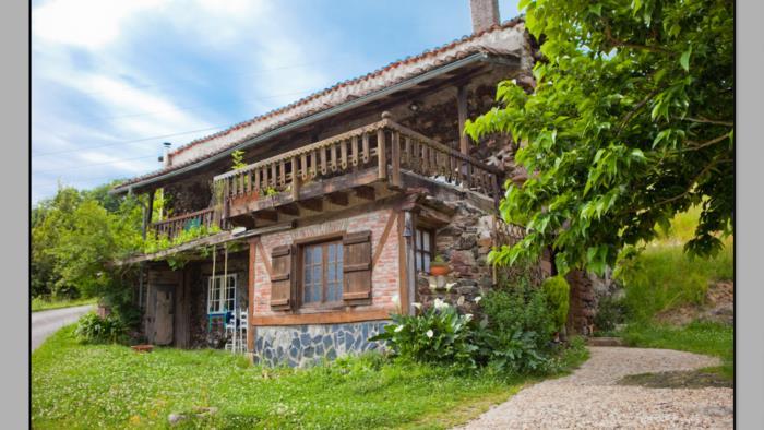 fachada agroturismo Momotegi en Gipuzkoa