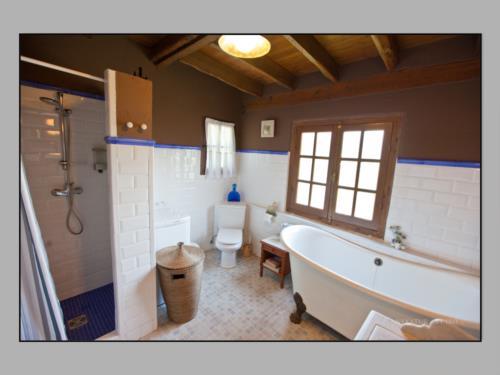 baño agroturismo Momotegi en Gipuzkoa